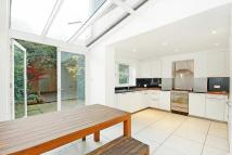 Flat to rent in Warwick Ave Maida Vale W9