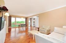 Flat to rent in Lavington Court, 77...