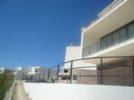 Image 1, 3 Bedroomed Villa : AV773