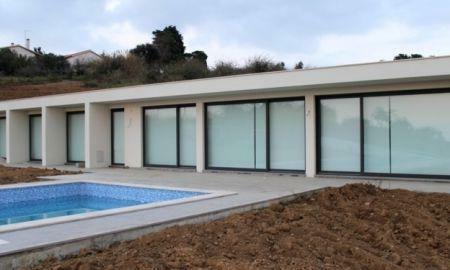 Image 1, 3 Bedroomed Villa : AV933