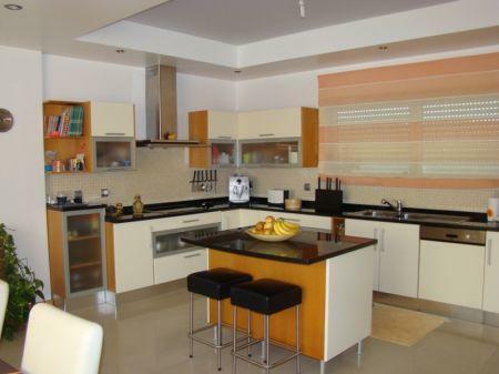 Image 3, 3 Bedroomed Villa : AV1138