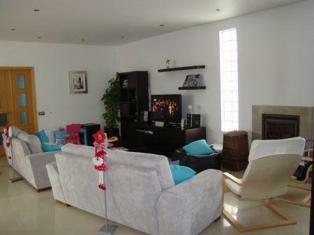 Image 4, 3 Bedroomed Villa : AV1138