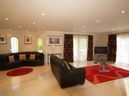 Image 3, 5 Bedroomed Villa : DV1553