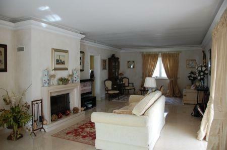 Image 2, 4 Bedroomed Villa : AV1212