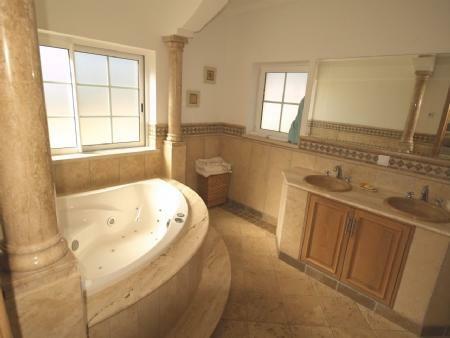 Image 5, 4 Bedroomed Villa : DV5282
