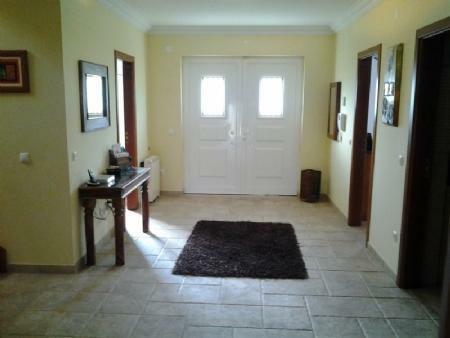 Image 3, 6 Bedroomed Villa : AV1273