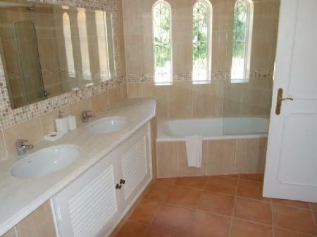 Image 5, 4 Bedroomed Villa : DV5244