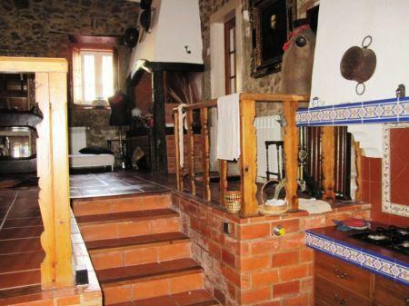 Image 11, 10 Bedroomed House : AV1228