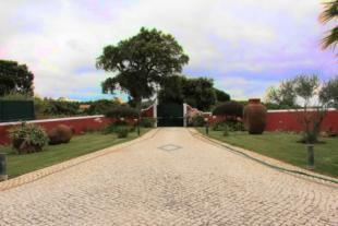 Image 2, 4 Bedroomed Villa : AV1217