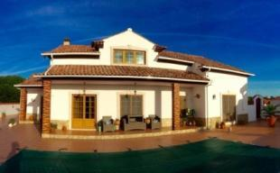 Image 1, 4 Bedroomed Villa : AV820