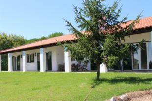 Image 1, 6 Bedroomed Villa : AV1371