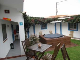 Image 2, 8 Bedroomed House : AV1382