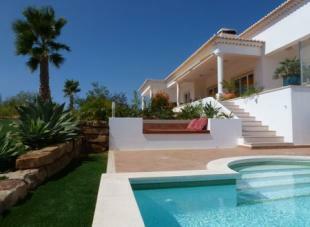 Image 1, 4 Bedroomed Villa : GV233