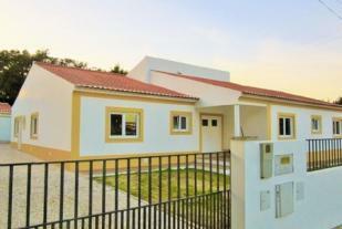 Image 2, 4 Bedroomed Villa : AV1094