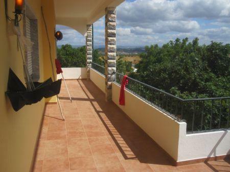 Image 1, 4 Bedroomed Villa : AV1098