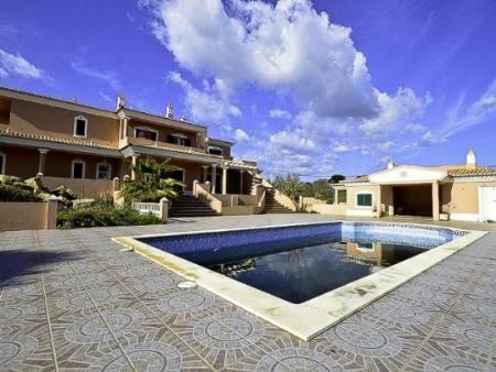 Image 1, 4 Bedroomed Villa : GV381