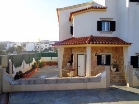 Image 1, 3 Bedroomed Villa : AV1592