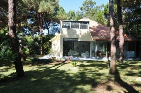 Image 1, 3 Bedroomed Villa : AV1603