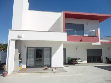 Image 1, 4 Bedroomed Villa : AV1253