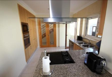 Image 2, 3 Bedroomed Villa : AV1436