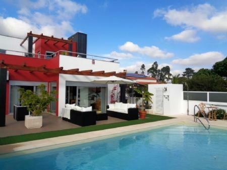 Image 1, 3 Bedroomed Villa : AV1623
