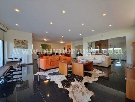 Image 3, 5 Bedroomed Villa : AV1497