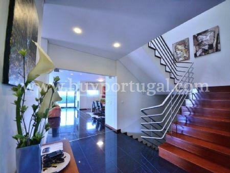Image 2, 5 Bedroomed Villa : AV1497