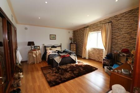 Image 6, 4 Bedroomed Villa : JV10055