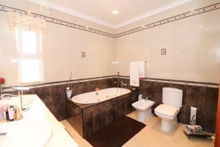 Image 18, 4 Bedroomed Villa : JV10055