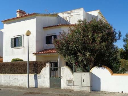 Image 1, 3 Bedroomed Villa : AV1586