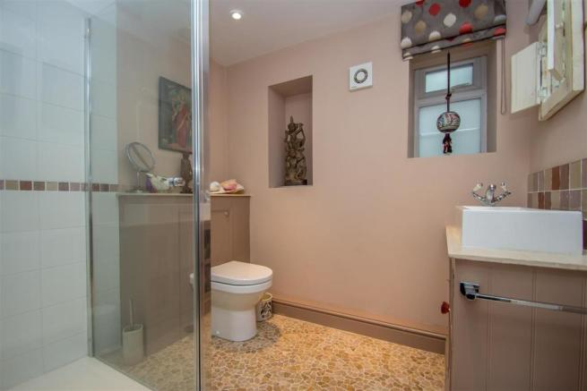 Shower Room.jpg
