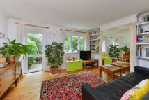 3 bed Terraced property for sale in Half Moon Crescent...