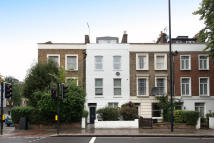 Apartment to rent in Tollington Road N7 6PD