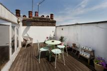 Apartment to rent in Crowland Terrace N1 3LP
