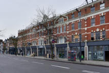 Apartment to rent in Upper Street N1 1US