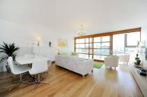 Flat to rent in Lombard Road, Battersea...