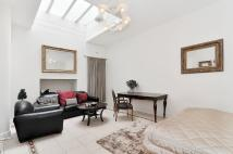 Studio apartment in Queensberry Place...