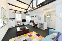 2 bed house to rent in Eccleston Square Mews...