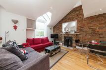 2 bedroom Flat to rent in Gledhow Gardens...