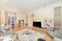 2 bedroom Flat to rent in Ennismore Gardens...