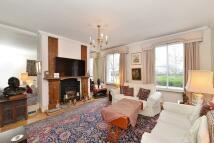2 bed house in Grosvenor Road, Pimlico...