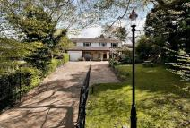 Detached property in Brixworth Hall Park...