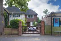 2 bedroom property to rent in Cottenham Park Road, SW20