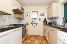 2 bed property in 2 Mandeville Close, SW20