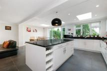 5 bedroom Detached property in Circle Gardens, London...