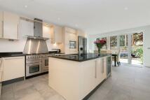4 bedroom Detached property to rent in Cottenham Park Road...