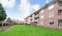 2 bedroom Flat in Sycamore Road, London...
