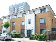 2 bed Flat to rent in Parham Drive, Ilford, IG2