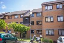 Flat to rent in Capstan Close...