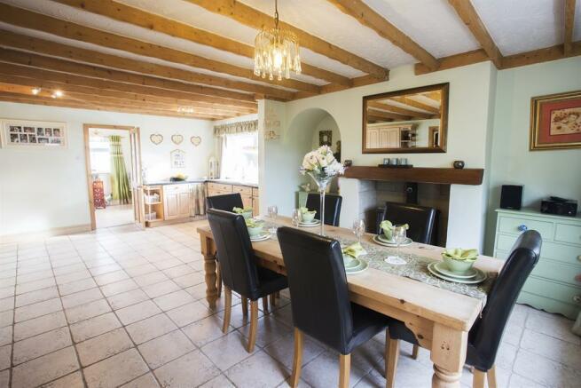 Kitchen & Breakfasting Room
